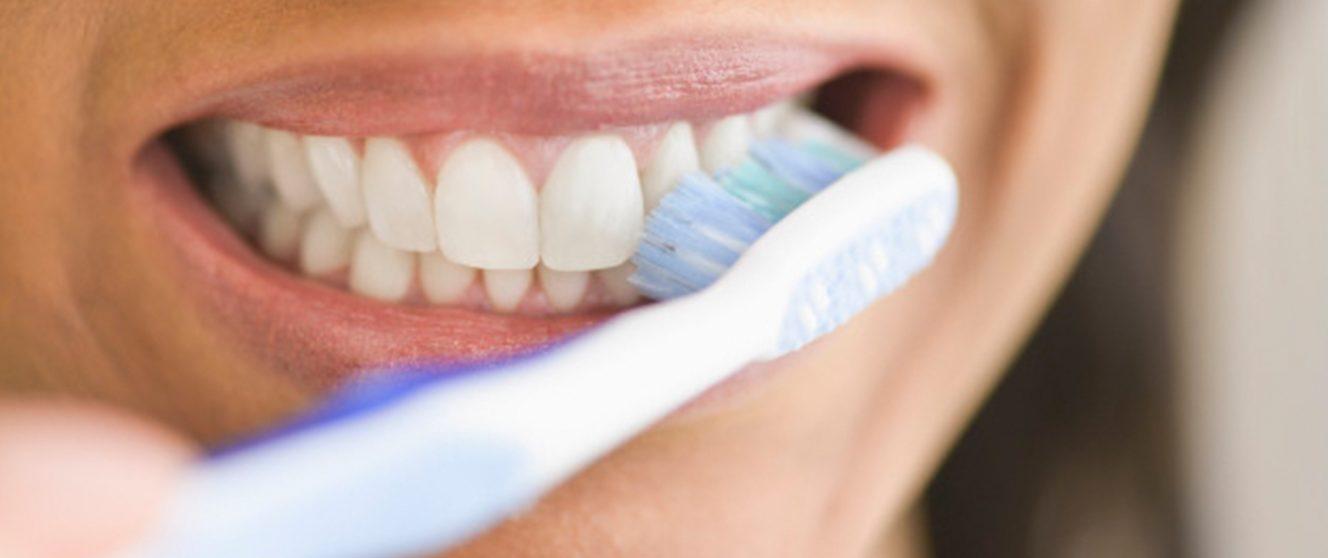 Почему засыпать, не почистив зубы на самом деле довольно вредно?